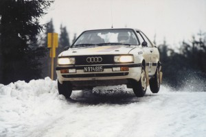 Lars-erik torph kör rallybil i snön